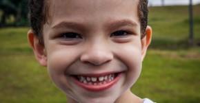 Chłopiec i jego zęby
